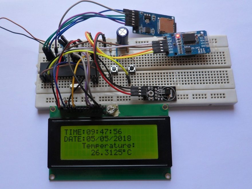 Temperature data logger with PIC18F4550 and DS18B20 circuit