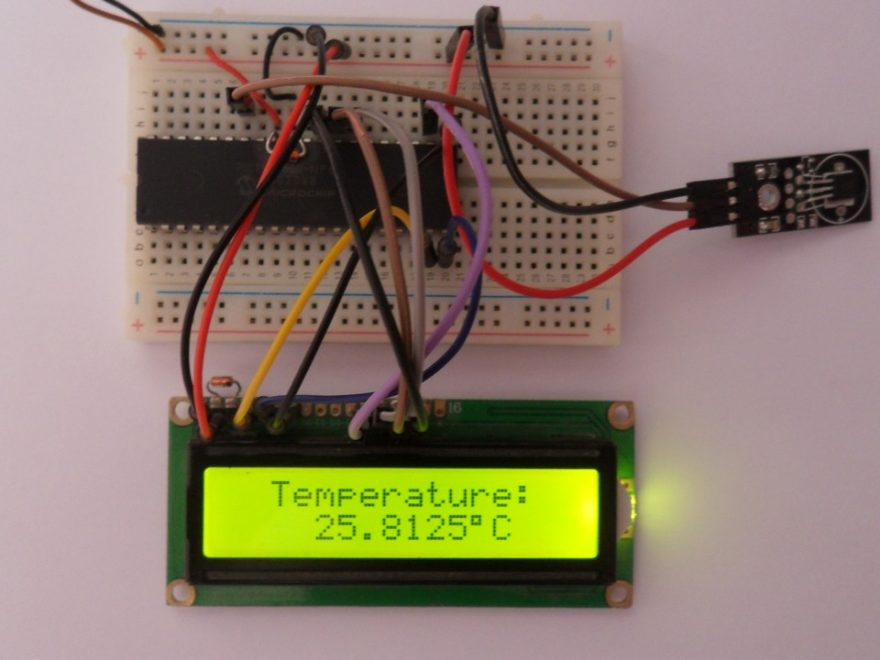 PIC18F4550 with DS18B20 temperature sensor and LCD