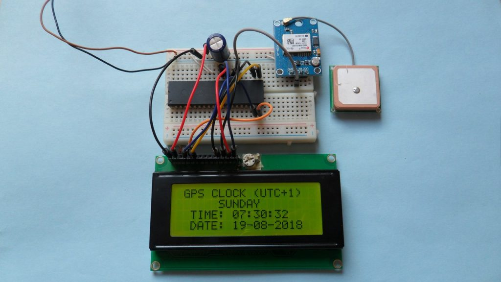 PIC18F4550 GPS real time clock & calendar NEO-6M LCD