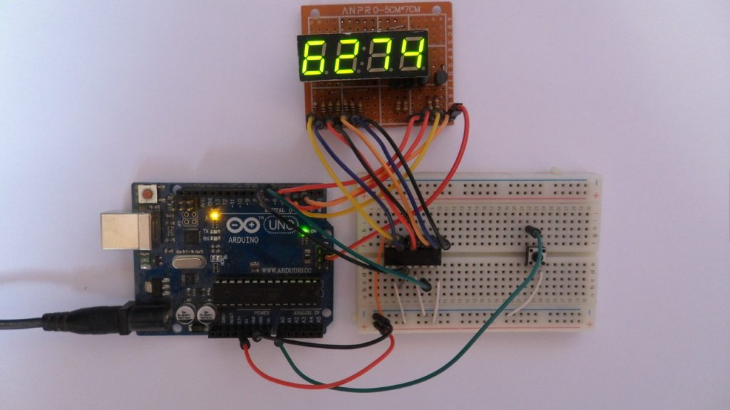 Arduino UNO with 7-segment display and 74HC595 shift register