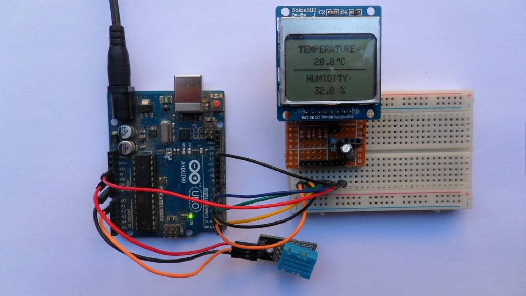 Arduino with Nokia 5110 LCD and DHT11 sensor
