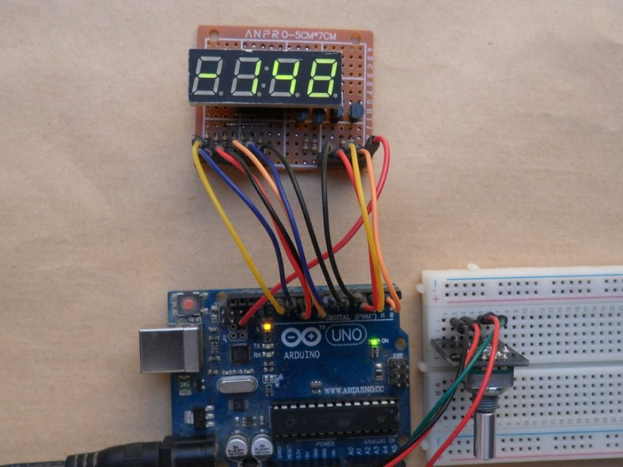 Arduino UNO with rotary encoder and 7 segment display