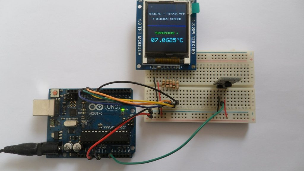 Arduino UNO with ST7735S color display and DS18B20 digital temperature sensor