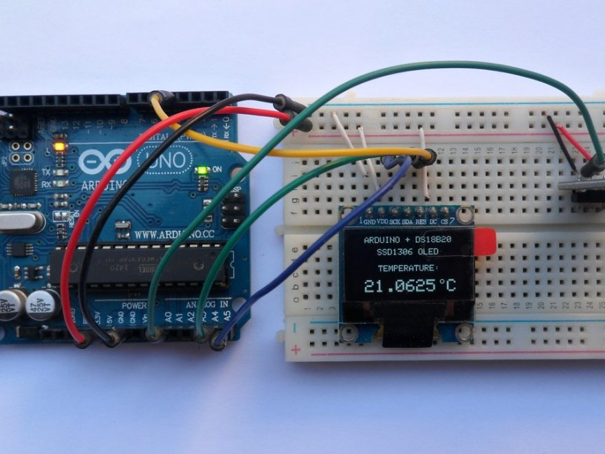 Arduino UNO with SSD1306 OLED display and DS18B20 temperature sensor