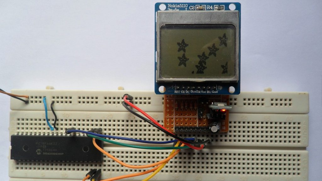 PIC18F46K22 MCU with Nokia 5110 LCD circuit