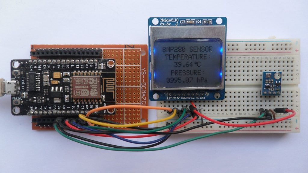 NodeMCU board with BMP280 sensor and Nokia 5110 LCD