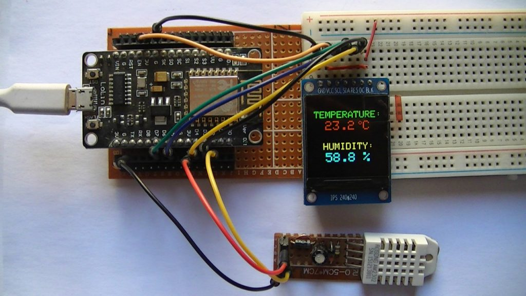 NodeMCU board with ST7789 TFT and DHT22 sensor